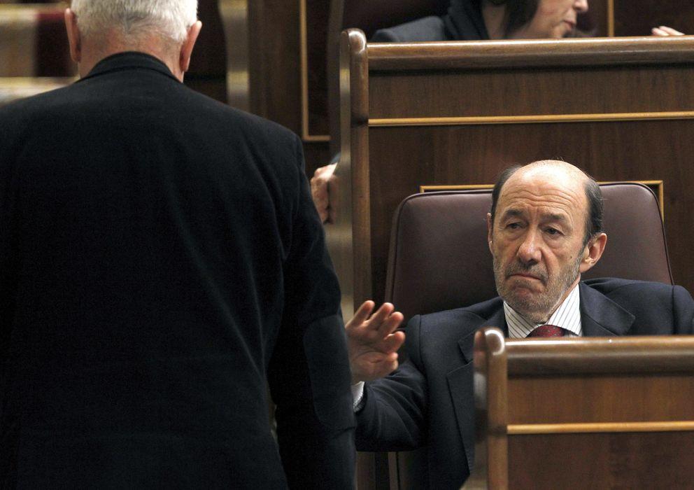 Foto: El secretario general del PSOE, Alfredo Pérez Rubalcaba, durante el pleno de la Cámara Baja. (EFE)