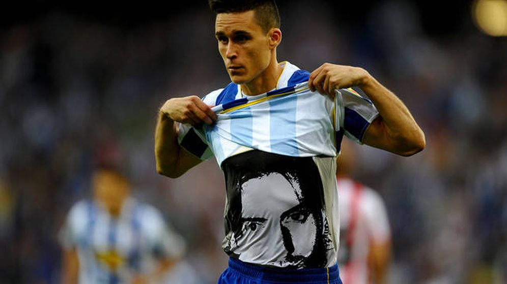 Foto:  José Callejón muestra la cara de Jarque bajo su camiseta tras marcar.