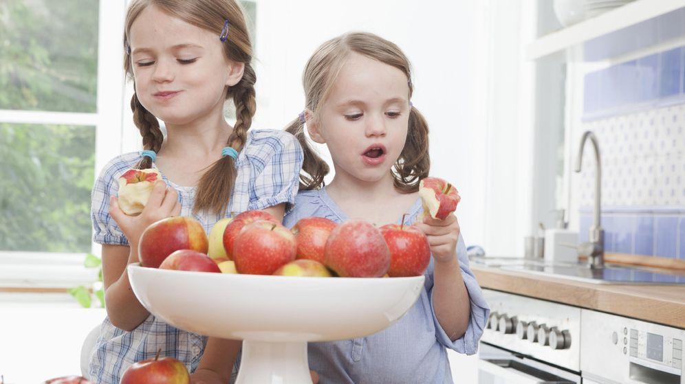 Foto: Basta con colocar un bol de fruta en la cocina para que los niños se acostumbren a comerla a diario. (iStock)