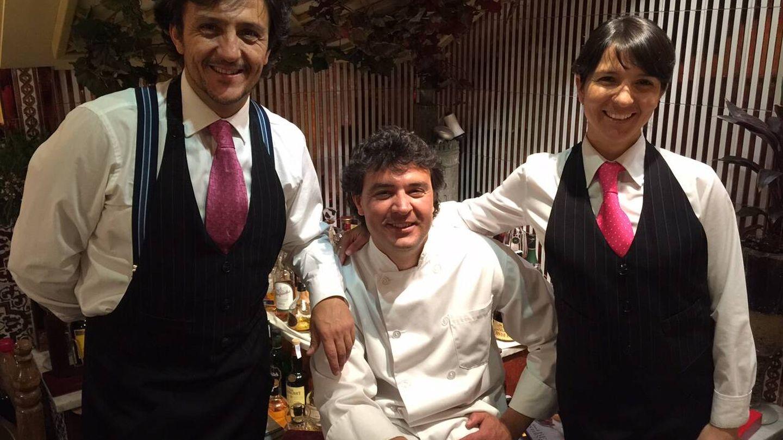 Germán, posando junto a parte del equipo de La Giralda.
