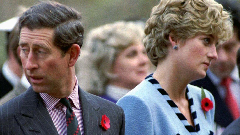 La princesa Diana y Carlos de Inglaterra,  en una imagen de archivo. (Reuters)
