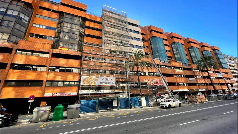 Hotel en construcción en la avenida de República Argentina.