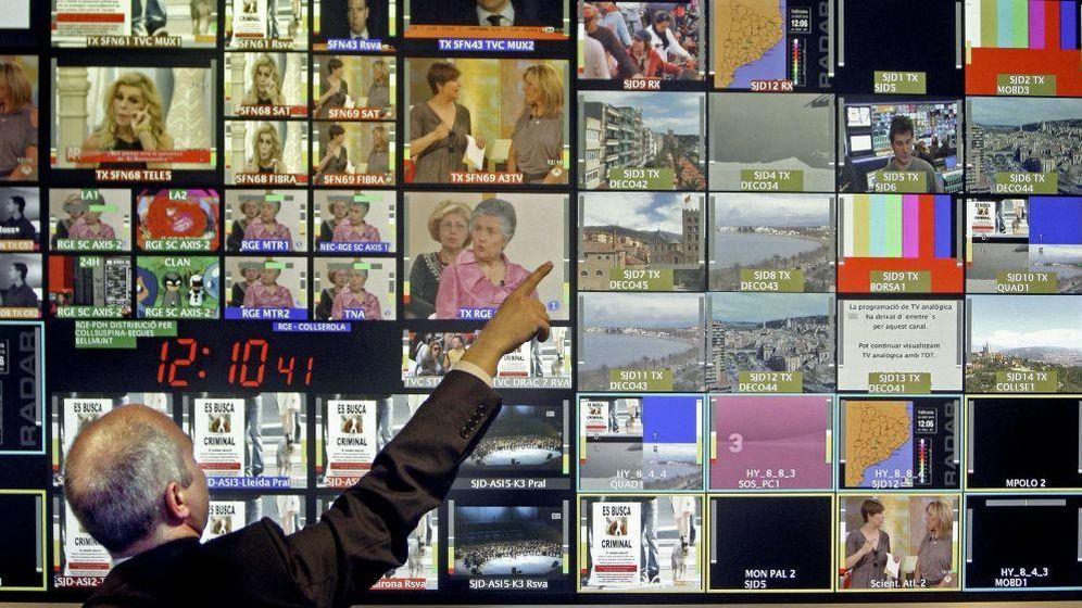 Foto: Cada hogar debería pagar 225 euros al año para garantizar la supervivencia de los medios de comunicación. (EFE)