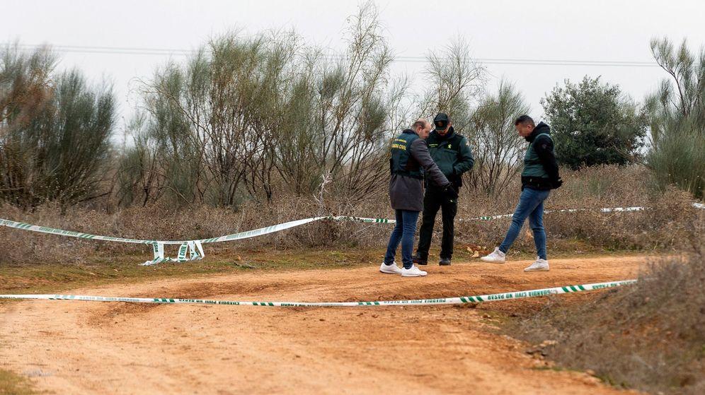 Foto: La Guardia Civil en la zona donde se encontró a la joven de 25 años. (EFE)