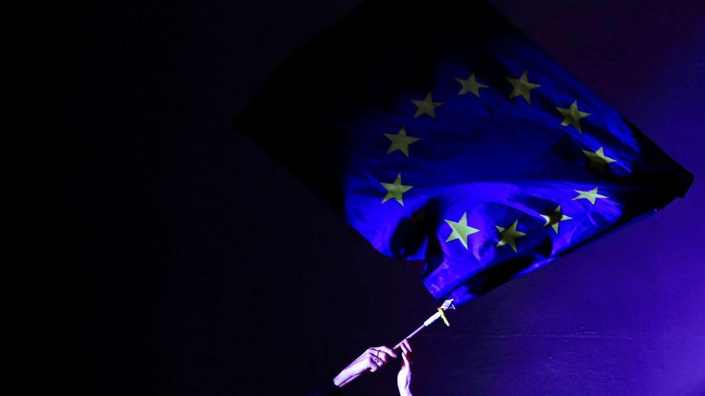Foto: Bandera europea, durante una manifestación pro-UE en Londres. (Reuters)