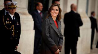 Letizia se convierte en la gran embajadora de Hugo Boss en Oporto con un look de 1.300 €