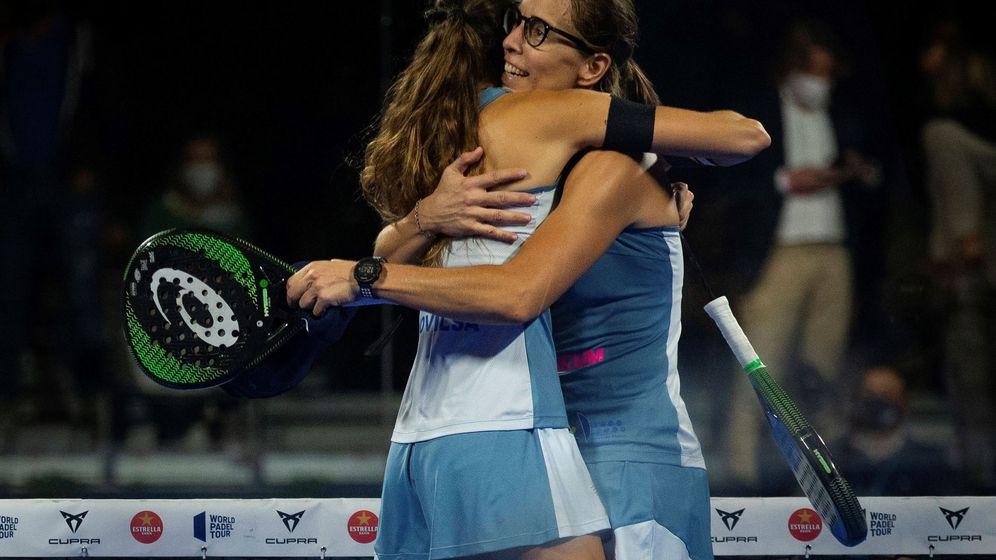 Foto: Gemma Triay (i) y Lucía Sainz (d) celebran su victoria. (EFE)