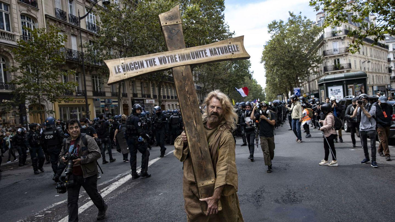 Protesta contra la obligatoriedad del certificado covid en París. (EFE)