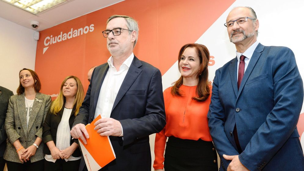 Foto: Silvia Clemente, junto a Villegas (i) y Luis Fuentes, coordinador regional de Cs. (EFE)