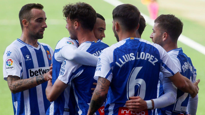El delantero del RCD Espanyol Javi Puado celebra un gol de su equipo contra el Málaga CF. (EFE)