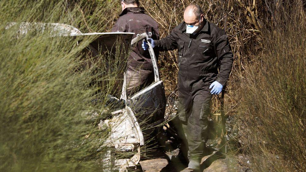 Foto: Hallan el cadáver de un hombre calcinado en un coche en el incendio de Toques (Efe)