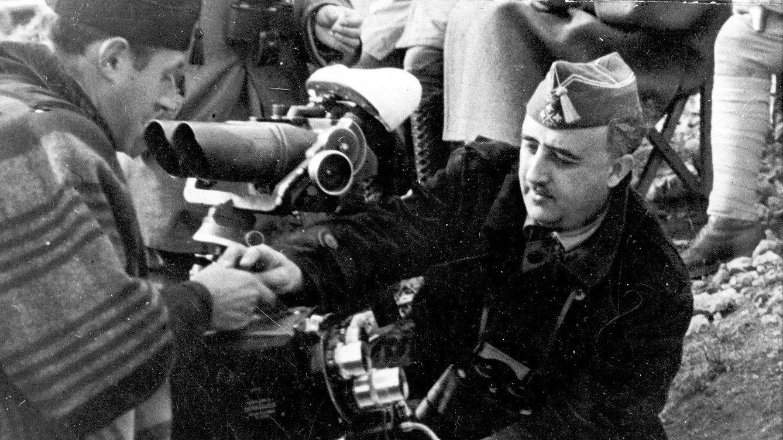 Foto: El dictador Francisco Franco, en la batalla del Ebro, 1938.