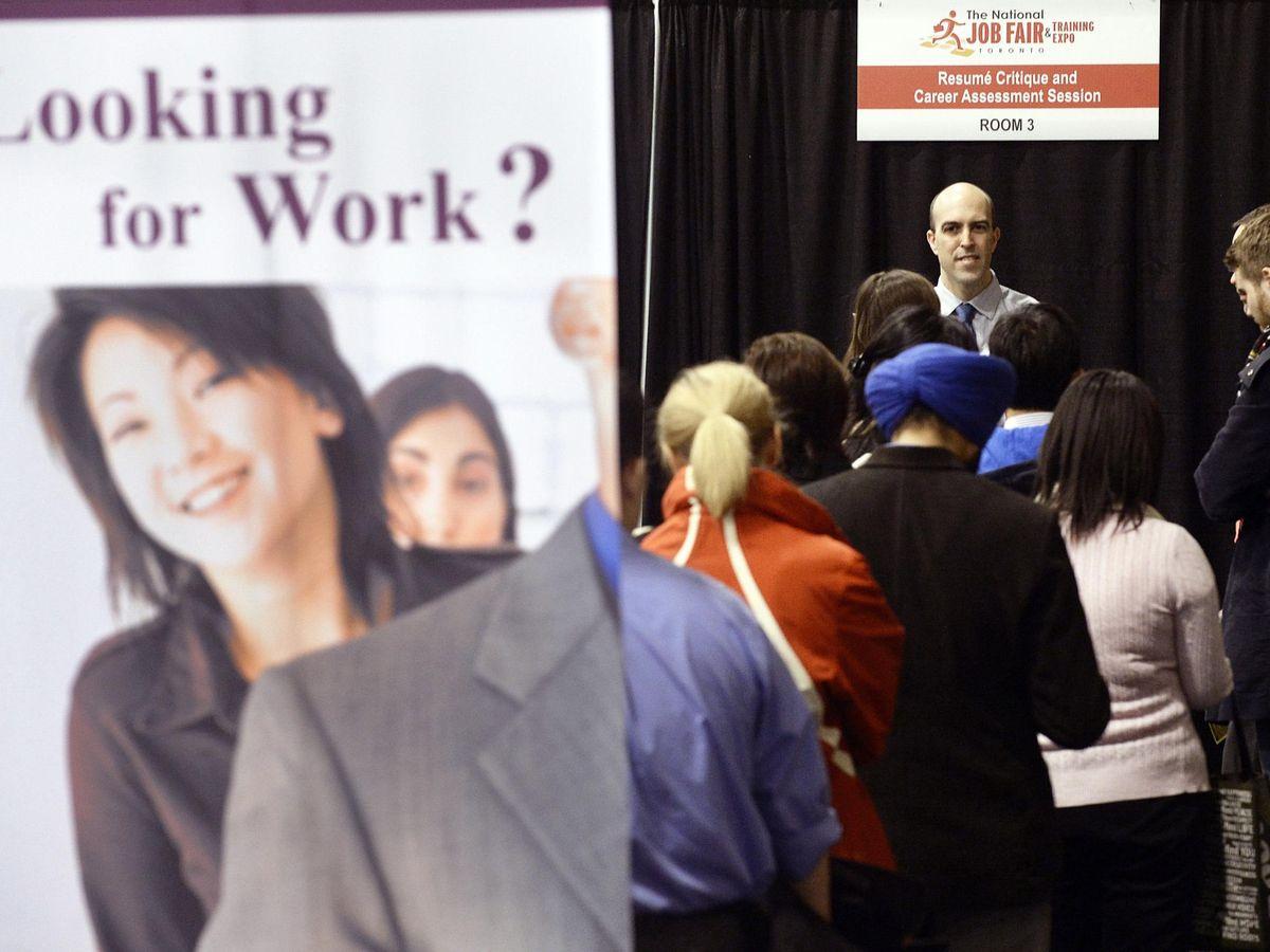 Foto: Récord entre los demandantes de empleo (Reuters)