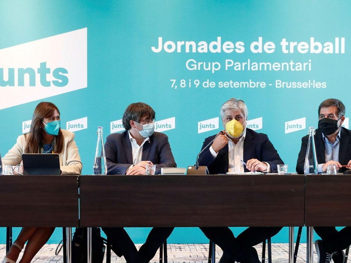 Foto: Borrás, Puigdemont, Batet y Sànchez, en un encuentro en Bruselas. (EFE)