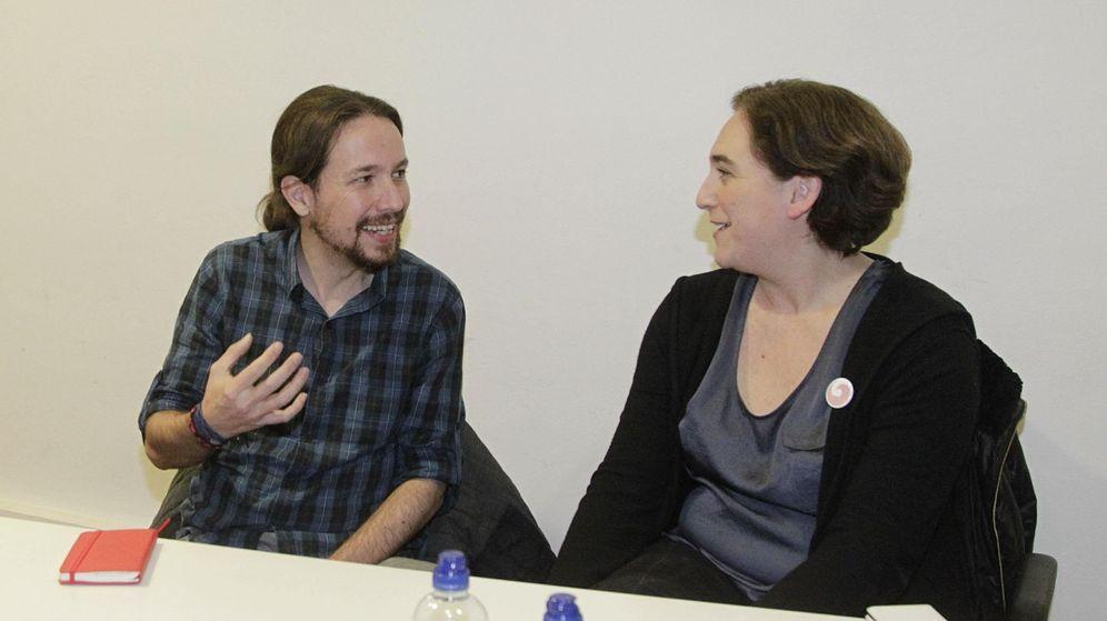 Foto: El secretario general de Podemos, Pablo Iglesias, y la alcaldesa de Barcelona, Ada Colau, en una foto de archivo. (EFE)