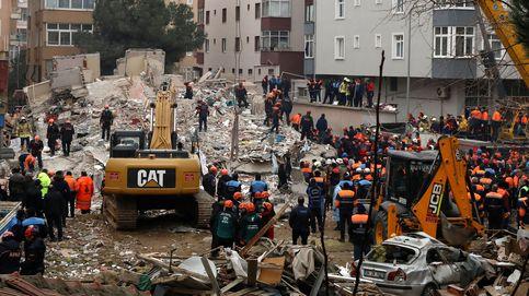 Al menos tres muertos en Estambul al derrumbarse un edificio