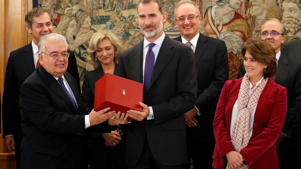 Foto: Audiencia ofrecida por el Rey en el Palacio de la Zarzuela a una representación de la Fundación España Constitucional con motivo de los actos conmemorativos del 40 aniversario de la Constitución. (EFE)