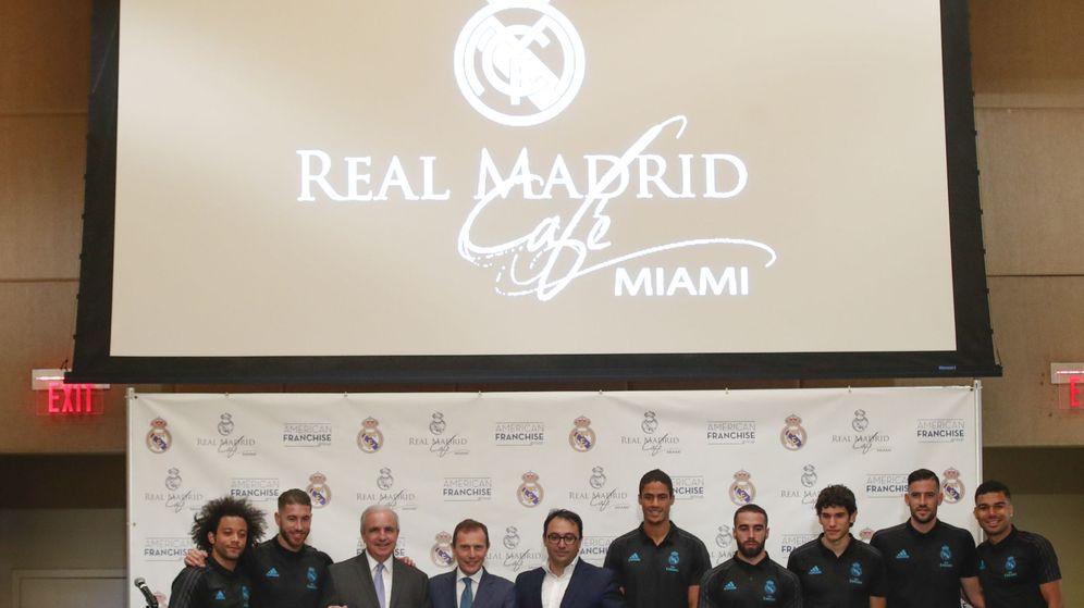 Foto: Algunos jugadores, en la presentación del Real Café en Miami. (EFE)