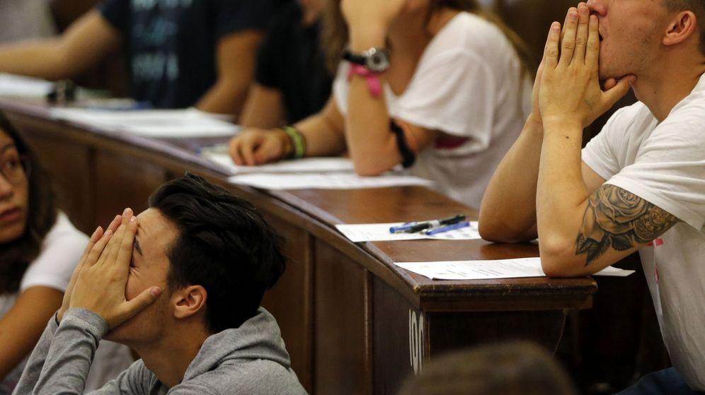 Foto: Algunos de los alumnos que se presentaron a la convocatoria de selectividad en septiembre. (EFE)