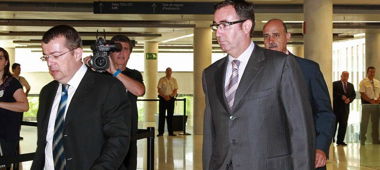 Foto: Diego Torres (derecha) y su abogado, Manuel González Peeters, en los juzgados de Barcelona (Efe)