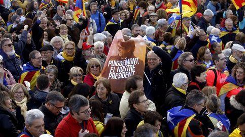Puigdemont se da un baño de masas en su acto de precampañan en Perpiñán