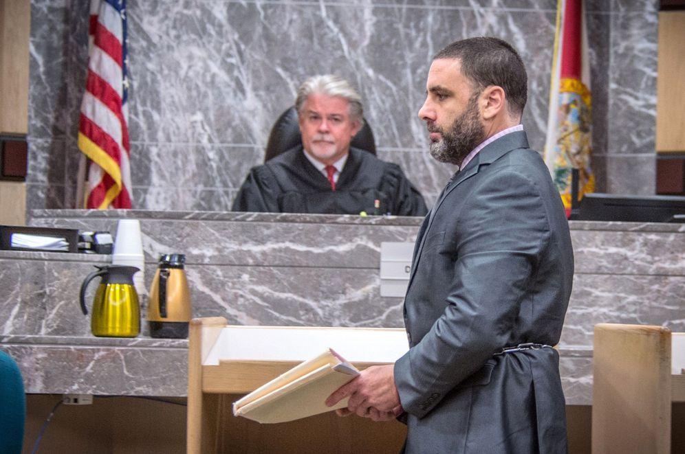 Foto: El hispano-estadounidense Pablo Ibar (d) comparece ante el tribunal estatal de Florida. (EFE)