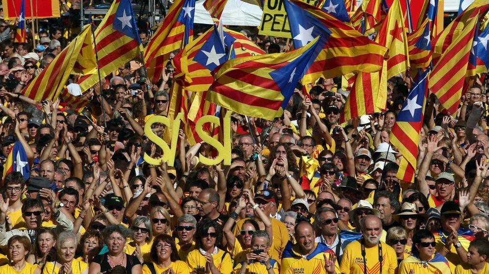 Foto: Marcha independentista encabezada por la Asamblea Nacional de Catalana y Òmnium Cultural. (EFE)