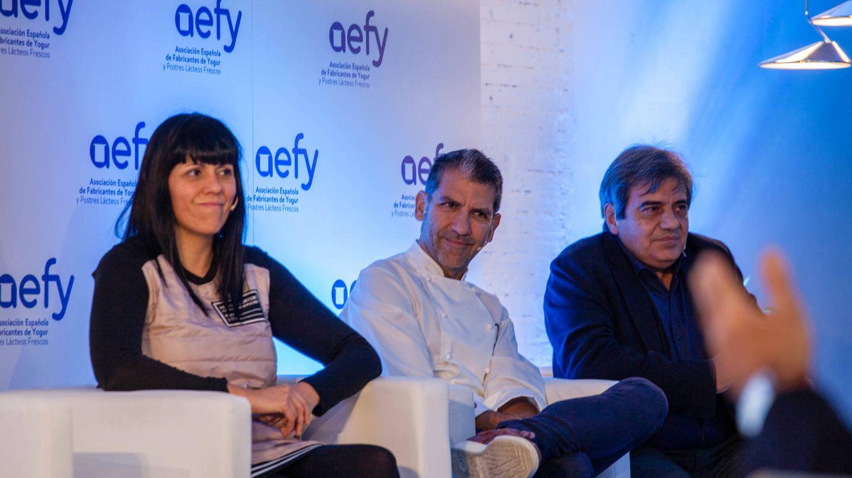 Nuria Guillén, dietista y nutricionista en el Hospital Sant Joan de Reus, el reconocido chef Paco Roncero y Francisco Tinahones, presidente de la Sociedad Española para el Estudio de la Obesidad (Seedo). (Jorge Álvaro)