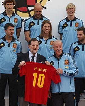 Rajoy llegó a Las Rozas a desear suerte a la Selección y al final se la desearon a él