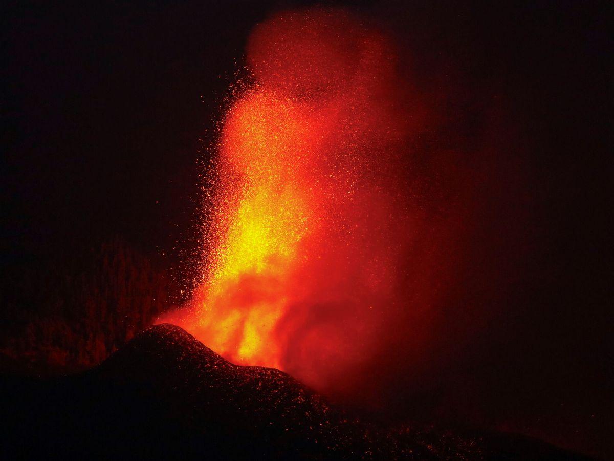 Foto: Lava del volcán en erupción en La Palma. (Reuters)