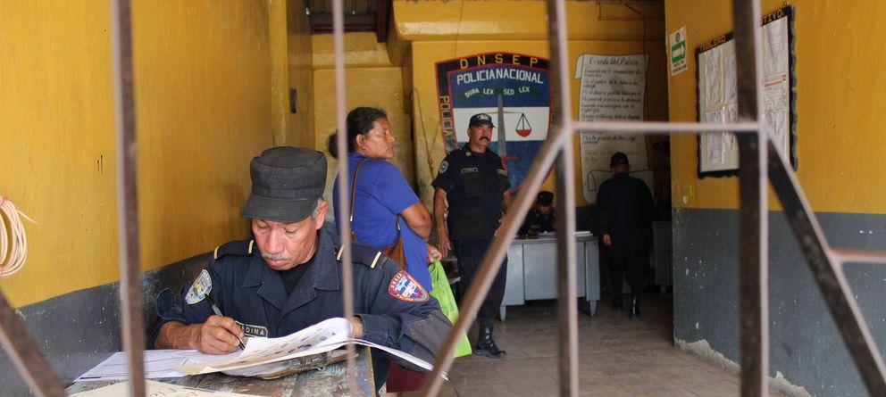 Foto: Puerta de entrada de la prisión de Comayagua, en Honduras. El interior del penal está controlado por los reos (Andros Lozano).