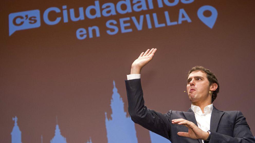 Albert Rivera 'pincha' en Sevilla y no llena el lugar que abarrotó Pablo Iglesias