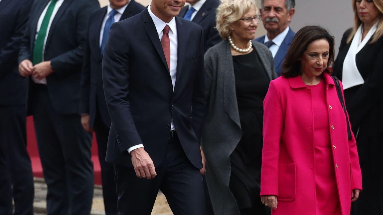 Pedro Sánchez y otras autoridades, el 12 de octubre. (Reuters)