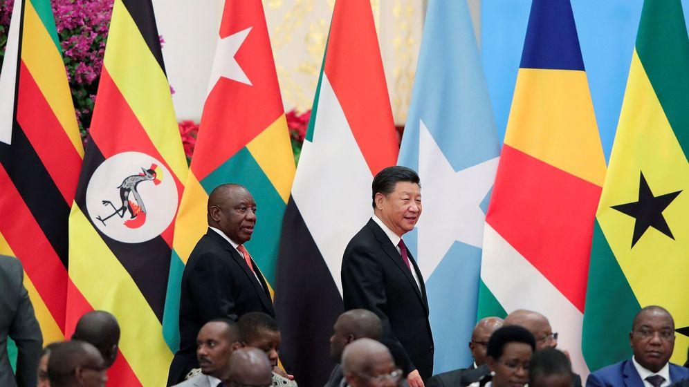 Foto: El presidente chino Xi Jinping acompaña al sudafricano Cyril Ramaphosa durante el Foro de Cooperación China-África en Pekín, el 4 de septiembre de 2018. (Reuters)