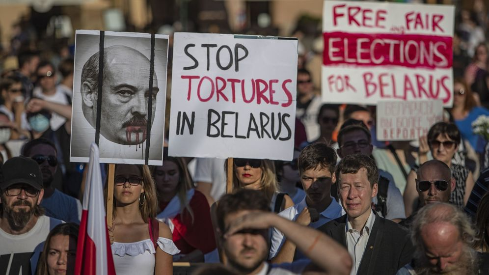 Foto: Manifestantes en Praga contra Alexander Lukashenko. (Reuters)