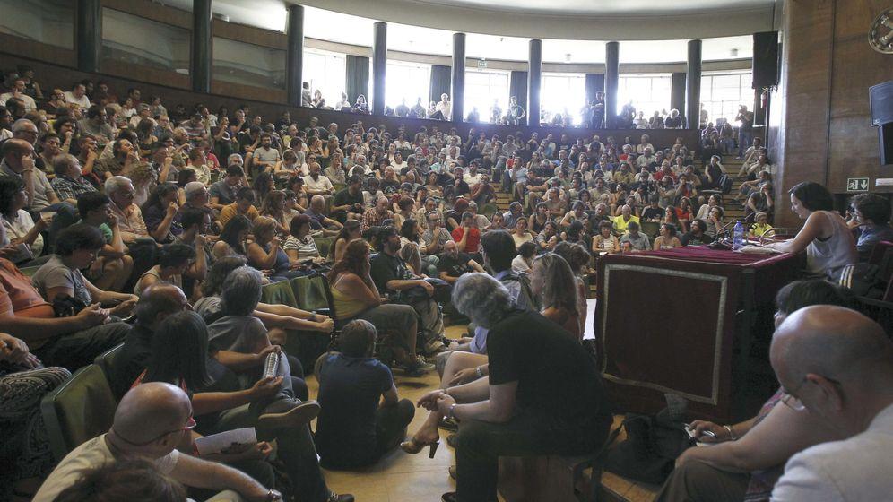 Foto: Asamblea celebrada por Podemos en la Facultad de Filosofía de la UCM. (Efe/Kiko Huesca)