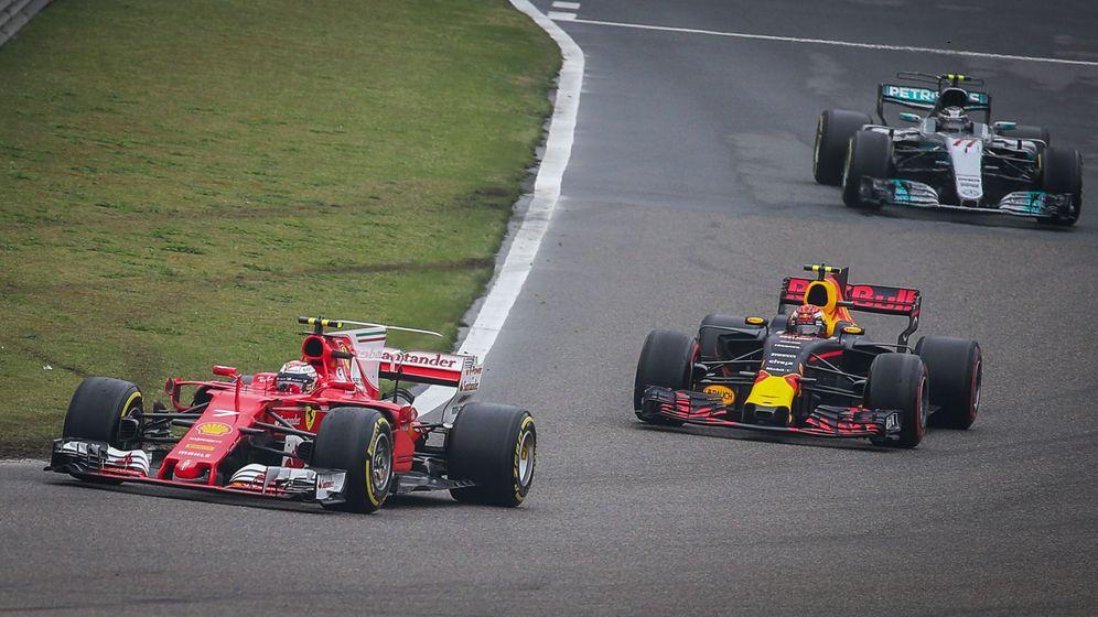 Foto: Kimi Raikkonen, perseguido por Max Verstappen. (EFE)