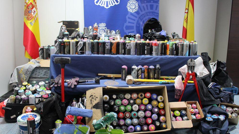 Foto: Algunas de las herramientas incautadas a los grafiteros por la Policía Nacional