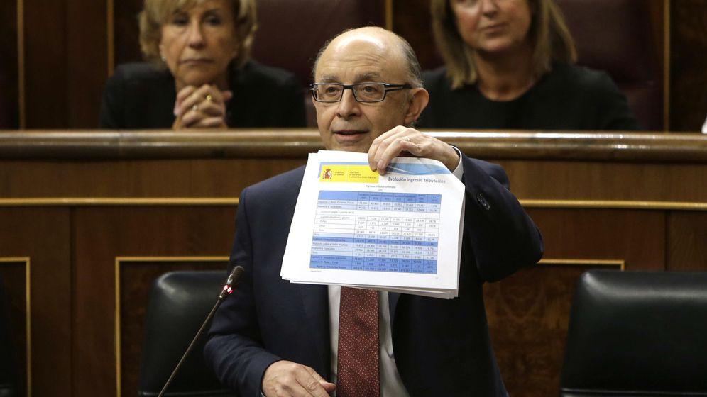 Foto: El ministro de Hacienda, Cristóbal Montoro, durante una intervención en el Congreso. (EFE)