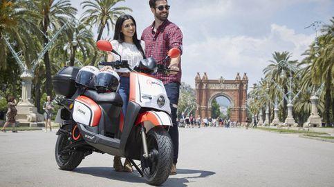 BCN repite la 'chapuza' de Madrid y aboca al caos a 21 'startups' de motos de alquiler