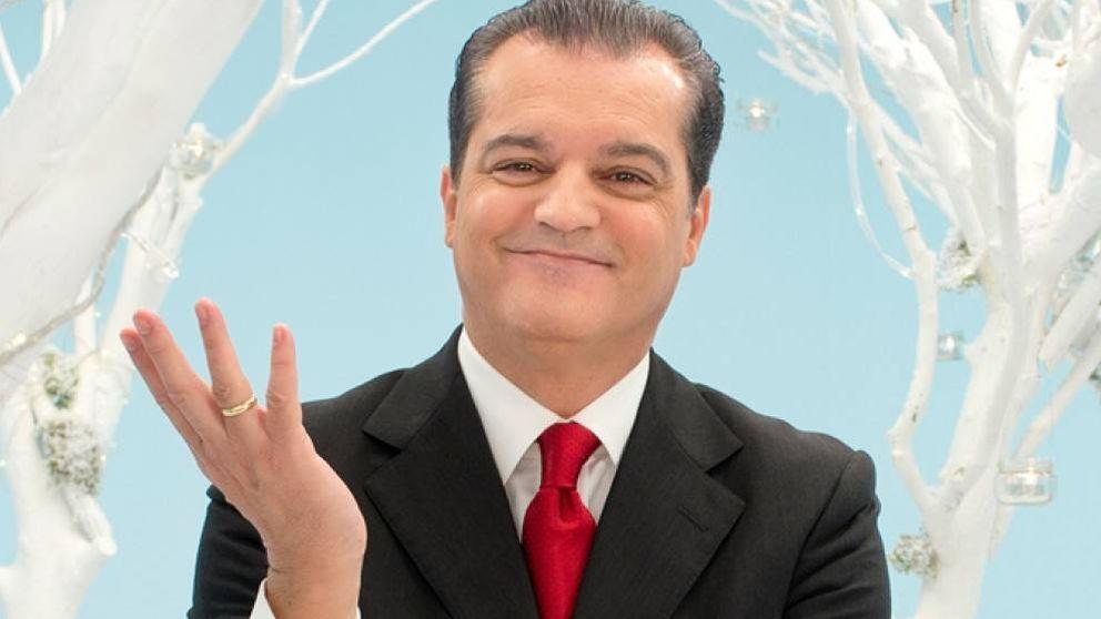 ¡Tiembla, Pedroche! Ramón García desentierra su capa y dará las campanadas