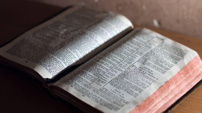 Imagen de una Biblia abierta (Unsplash)
