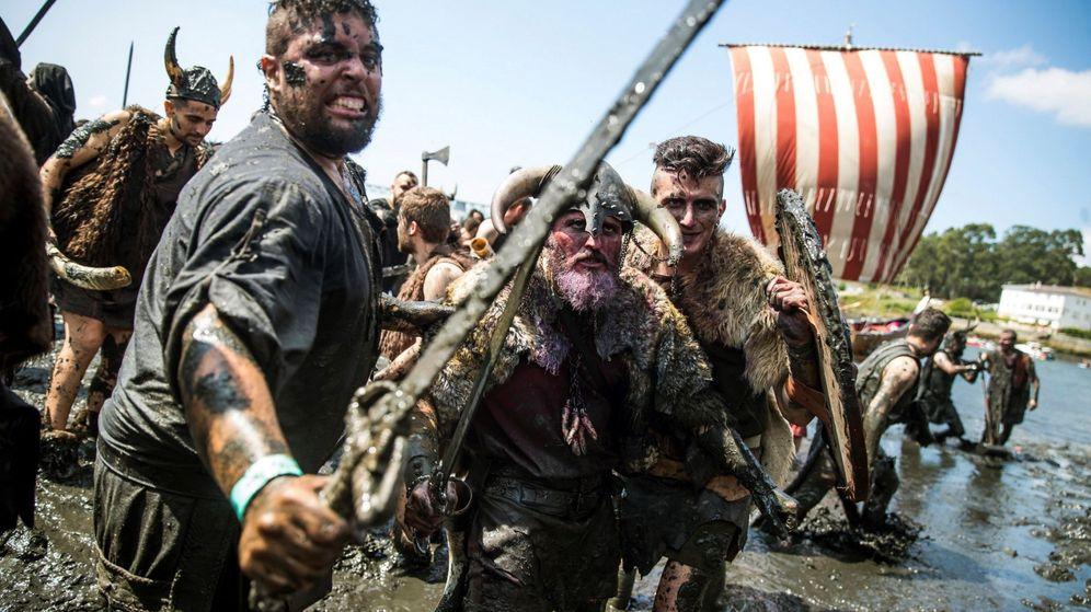 Foto: Reproducción de la llegada de los vikingos a las costas gallegas