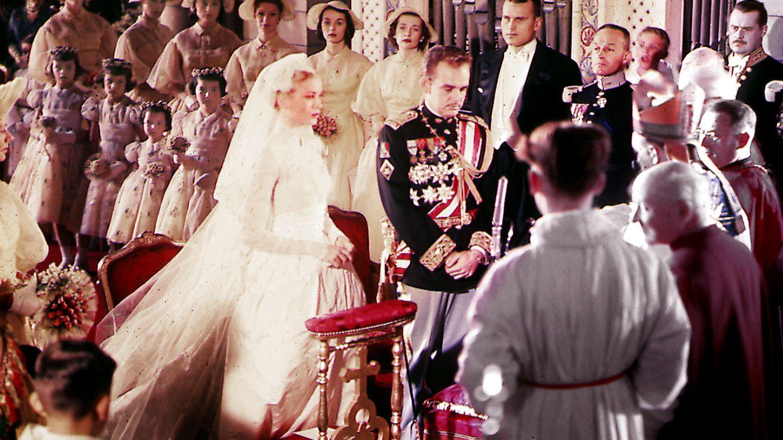 Grace Kelly y Rainiero en su boda, celebrada en 1956. (I.C.)