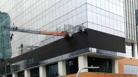 Terrible accidente de un limpiacristales en un rascacielos de 66 pisos de altura