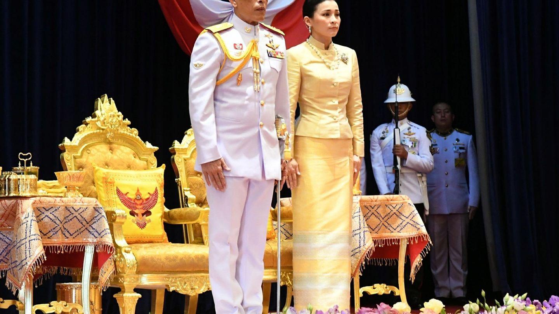 El rey Maha, con la reina Suthida. (EFE)