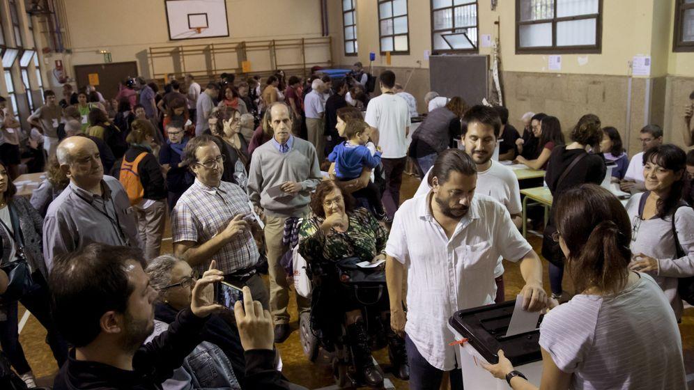 Foto: Mesa de votación en Barcelona. (EFE)