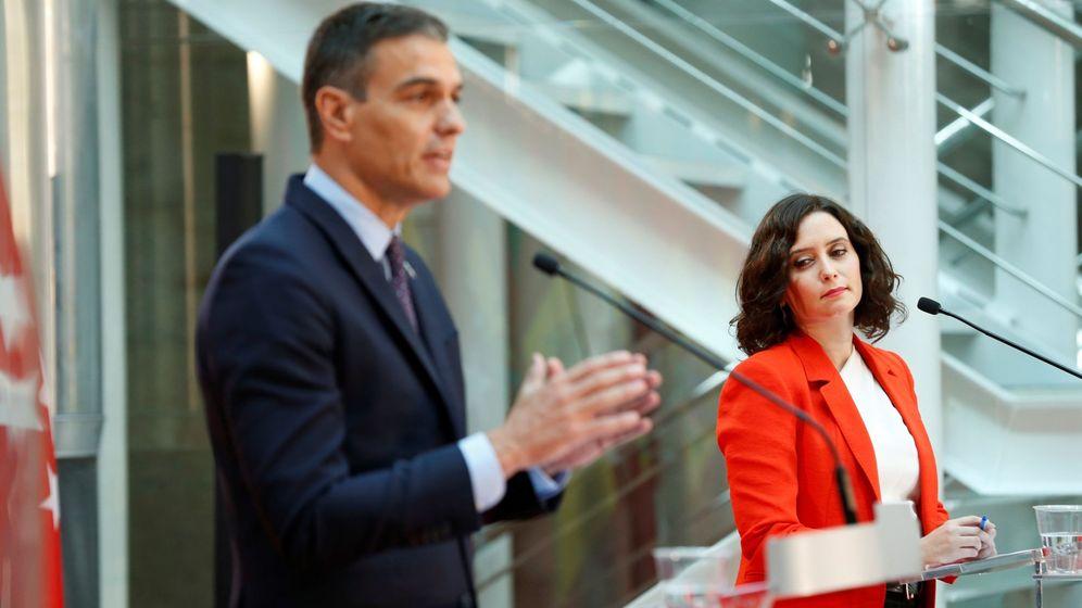 Foto: La presidenta de la Comunidad de Madrid, Isabel Díaz Ayuso, y el jefe del Gobierno, Pedro Sánchez. (EFE)
