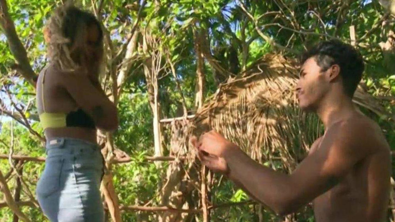 Momento en el que Kiko le pide matrimonio a Gloria Camila. (Telecinco)