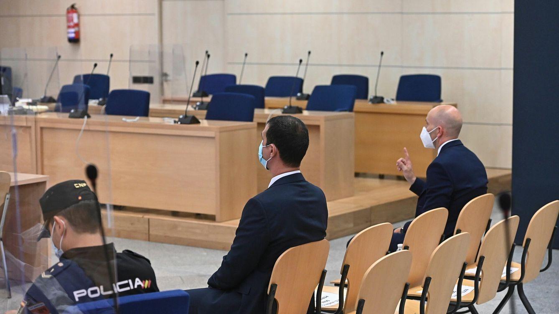 Absueltos los dos 'mossos' que acompañaban a Puigdemont cuando fue detenido